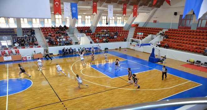 Ceyhan Belediyespor, Kadınlar Bölgesel Basketbol Lig'inde mücadele ediyor