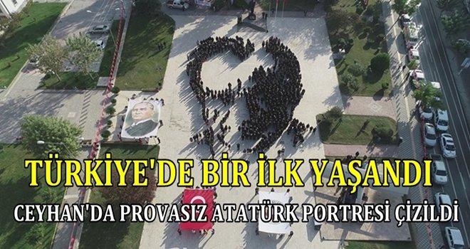 TÜRKİYE'DE BİR İLK;CEYHAN'DA HİÇ PROVA YAPMADAN ATATÜRK PORTRESİ ÇİZİLDİ